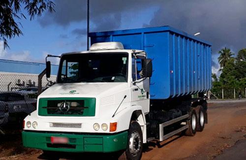 Caminhão para transporte de sólidos Transpirajá